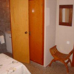 Отель Hostal Restaurante Arasa комната для гостей