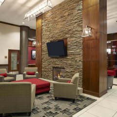 Отель Four Points by Sheraton Calgary Airport интерьер отеля