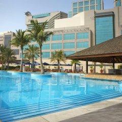 Отель Beach Rotana бассейн фото 2