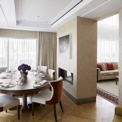 Four Seasons Hotel London at Ten Trinity Square в номере
