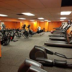 Отель William F. Bolger Center фитнесс-зал