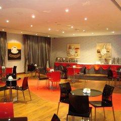 Отель Royal Ascot Hotel ОАЭ, Дубай - отзывы, цены и фото номеров - забронировать отель Royal Ascot Hotel онлайн гостиничный бар