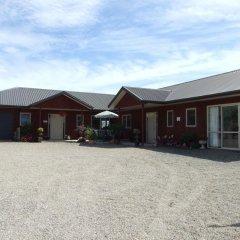 Отель Kauri Lodge Farmstay парковка