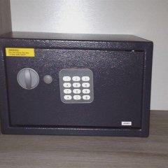 Hotel 29 Lepic сейф в номере