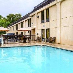 Отель Clarion Inn Chattanooga США, Чаттануга - отзывы, цены и фото номеров - забронировать отель Clarion Inn Chattanooga онлайн бассейн