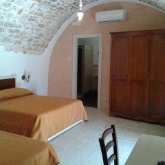 Отель B&B Il Mulino del Monastero Италия, Конверсано - отзывы, цены и фото номеров - забронировать отель B&B Il Mulino del Monastero онлайн комната для гостей фото 3
