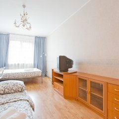 Апартаменты Hello Apartment on Staroderevenskaya 33 Санкт-Петербург комната для гостей фото 2
