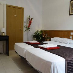 Отель Hostal Mont Thabor Испания, Барселона - отзывы, цены и фото номеров - забронировать отель Hostal Mont Thabor онлайн комната для гостей фото 3