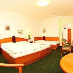 Hotel Merkur Прага сейф в номере