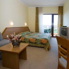 Hrizantema- All Inclusive Hotel комната для гостей