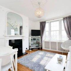 Отель Sunny 2 Bedroom Flat Between Camden Town & Primrose Hill Великобритания, Лондон - отзывы, цены и фото номеров - забронировать отель Sunny 2 Bedroom Flat Between Camden Town & Primrose Hill онлайн комната для гостей фото 3