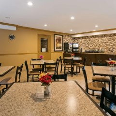 Отель Best Western Maple Ridge Hotel Канада, Мэйпл-Ридж - отзывы, цены и фото номеров - забронировать отель Best Western Maple Ridge Hotel онлайн гостиничный бар