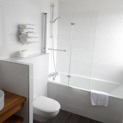 Отель Best Western Hotel de Paris Франция, Лаваль - отзывы, цены и фото номеров - забронировать отель Best Western Hotel de Paris онлайн ванная фото 2
