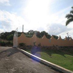 Отель Enchanted Villas and Guest House парковка