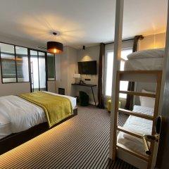 Hotel Bridget Париж сейф в номере