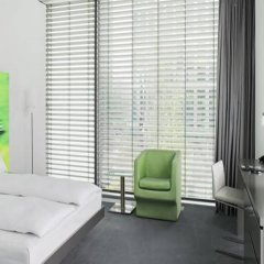 Отель INNSIDE by Meliá München Parkstadt Schwabing сейф в номере