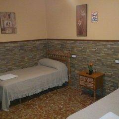 Отель Pension Los Faroles Испания, Фуэнхирола - отзывы, цены и фото номеров - забронировать отель Pension Los Faroles онлайн комната для гостей фото 3
