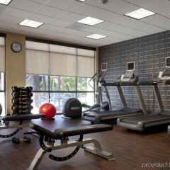 Отель Beverly Hills Marriott фитнесс-зал