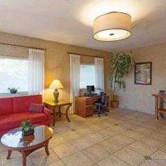 Отель La Quinta Inn & Suites San Diego SeaWorld/Zoo Area комната для гостей фото 2