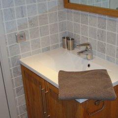 Отель B&B Brigitte & Alain Бельгия, Брюссель - отзывы, цены и фото номеров - забронировать отель B&B Brigitte & Alain онлайн ванная