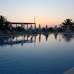 Queen's Bay Hotel бассейн фото 3