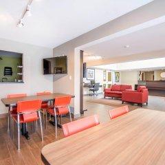Отель Comfort Inn Kirkland Lake гостиничный бар