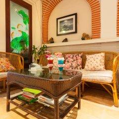 Отель Karon Sunshine Guesthouse & Bar интерьер отеля