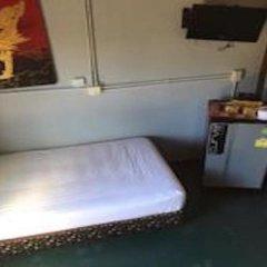 Отель Sunrise Guesthouse Таиланд, Бухта Чалонг - отзывы, цены и фото номеров - забронировать отель Sunrise Guesthouse онлайн удобства в номере