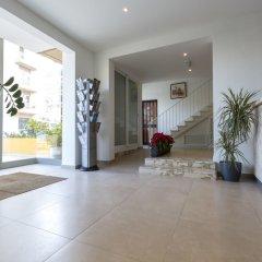 Отель Huli Hotel and Apartments Мальта, Каура - 2 отзыва об отеле, цены и фото номеров - забронировать отель Huli Hotel and Apartments онлайн интерьер отеля фото 2