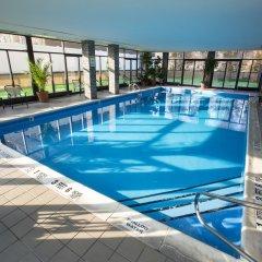 Отель Holiday Inn LaGuardia Airport США, Нью-Йорк - отзывы, цены и фото номеров - забронировать отель Holiday Inn LaGuardia Airport онлайн бассейн фото 3