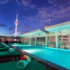 Отель PARKROYAL Serviced Suites Kuala Lumpur Малайзия, Куала-Лумпур - 1 отзыв об отеле, цены и фото номеров - забронировать отель PARKROYAL Serviced Suites Kuala Lumpur онлайн бассейн