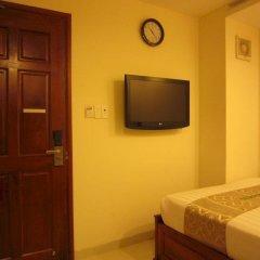 Отель Hoang Hotel Вьетнам, Хошимин - отзывы, цены и фото номеров - забронировать отель Hoang Hotel онлайн удобства в номере фото 2