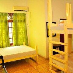 Отель The Saffron сейф в номере