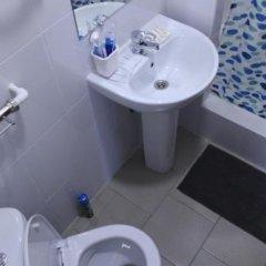 Гостиница 12 Mesyatsev Hotel в Плескове отзывы, цены и фото номеров - забронировать гостиницу 12 Mesyatsev Hotel онлайн Плесков ванная фото 2