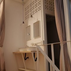 Simple to Sleep Hostel Бангкок ванная
