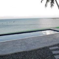 Отель Sarocha Villa пляж
