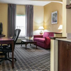 Отель Clarion Inn & Suites Northwest в номере