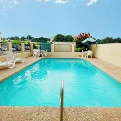 Отель Econo Lodge Vicksburg бассейн