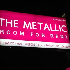 The Metallic Hostel парковка