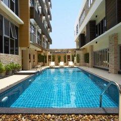Отель Green Bells Residence New Petchburi Бангкок бассейн
