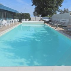 Hotel Aristeo Римини бассейн