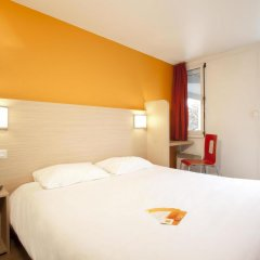 Отель Premiere Classe Lyon Est - Aéroport Saint Exupéry комната для гостей