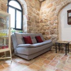 Best Location Jerusalem Stone Apartment Израиль, Иерусалим - отзывы, цены и фото номеров - забронировать отель Best Location Jerusalem Stone Apartment онлайн комната для гостей фото 3
