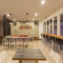 Отель Krabi Inn & Omm Hotel Таиланд, Краби - отзывы, цены и фото номеров - забронировать отель Krabi Inn & Omm Hotel онлайн гостиничный бар