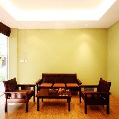 Отель Feung Nakorn Balcony Rooms and Cafe