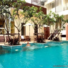 Отель FuramaXclusive Sathorn, Bangkok Бангкок бассейн фото 2