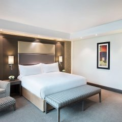 Legend Hotel Lagos Airport, Curio Collection by Hilton комната для гостей фото 5