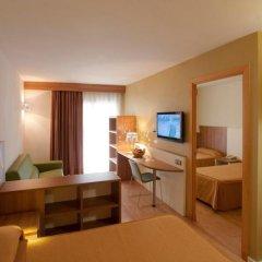 Отель Golden Avenida Suites сейф в номере