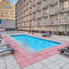 Отель Ramada Plaza by Wyndham Calgary Downtown Канада, Калгари - отзывы, цены и фото номеров - забронировать отель Ramada Plaza by Wyndham Calgary Downtown онлайн бассейн