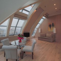 Апартаменты Arbat House Apartments on Bolshaya Nikitskaya комната для гостей фото 4